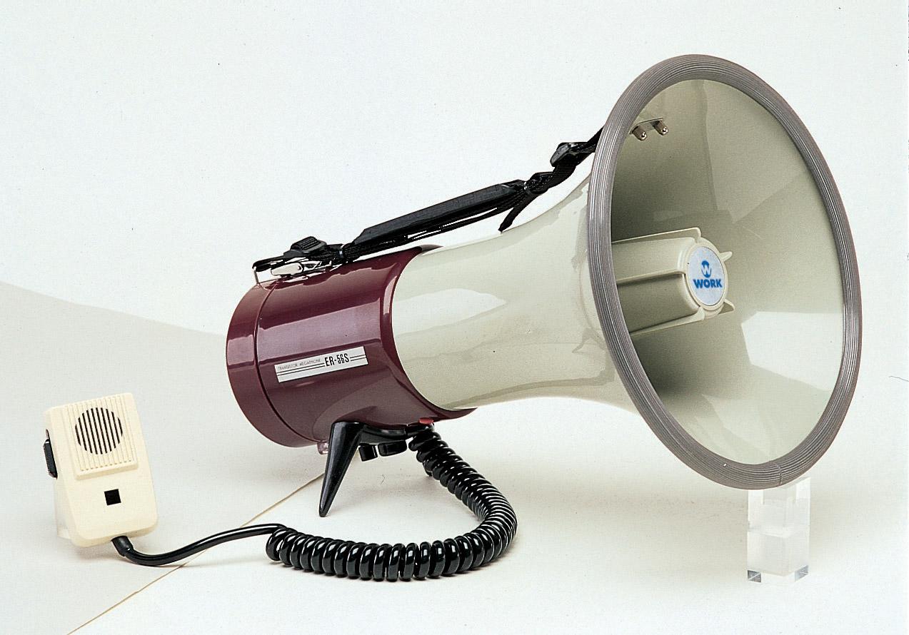 громко говоритель или громкоговоритель